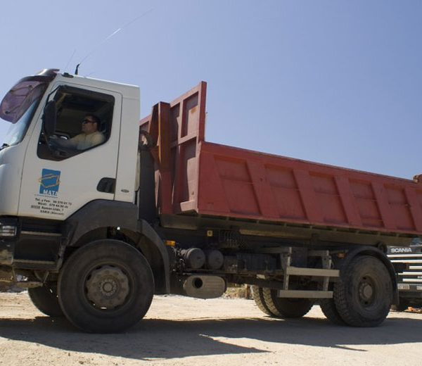 Camión contenedor de 11.90 m3